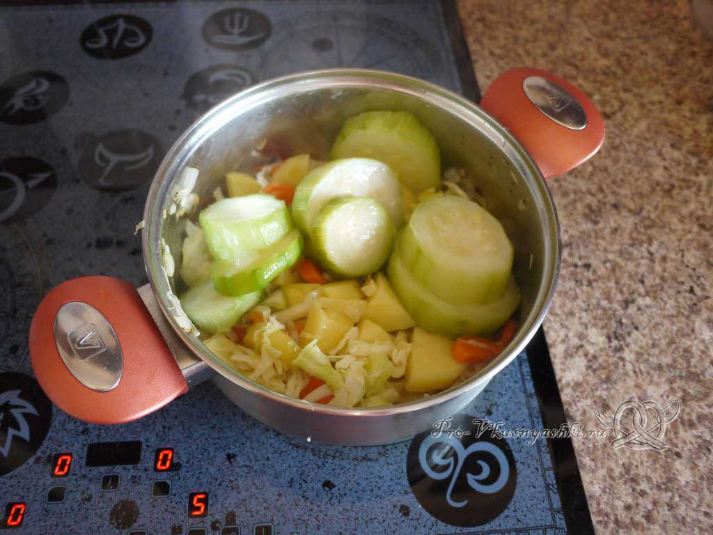 Овощной суп пюре с гренками - добавляем кабачки
