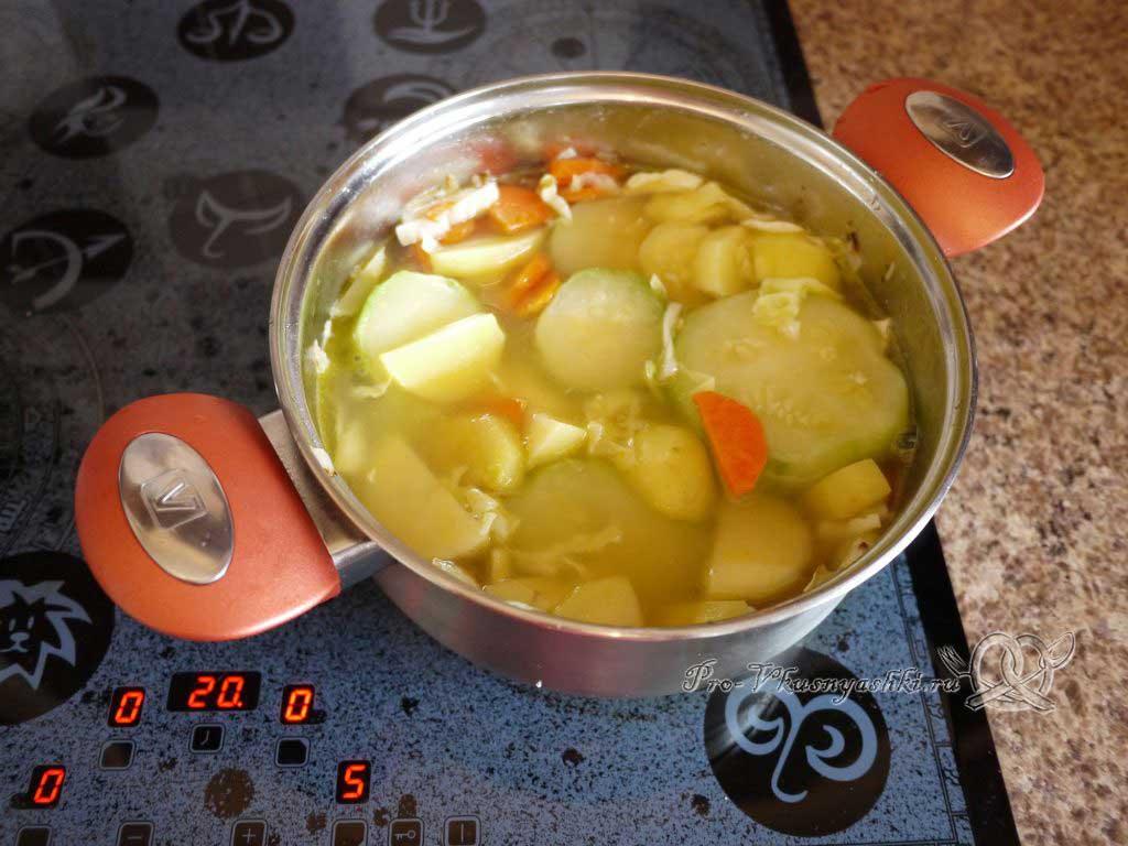 Овощной суп пюре с гренками - добавляем воду