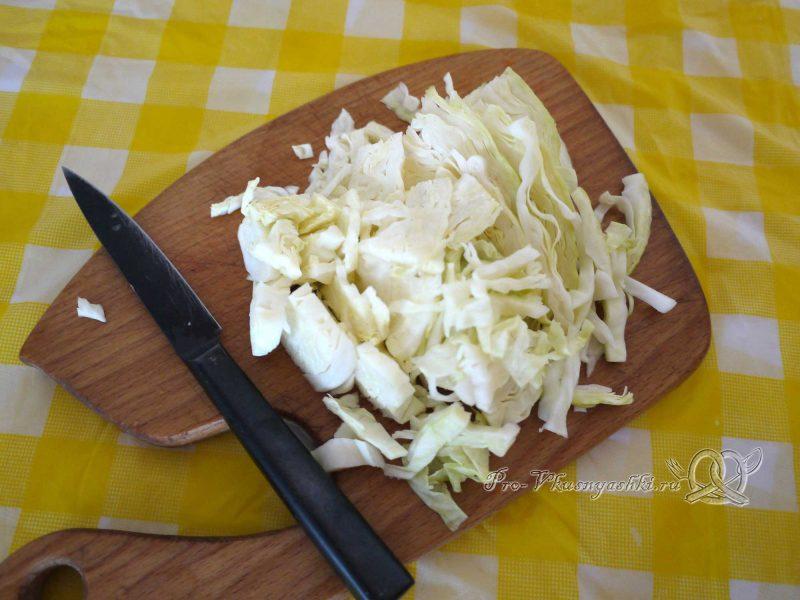 Овощной суп пюре с гренками - нарезаем капусту
