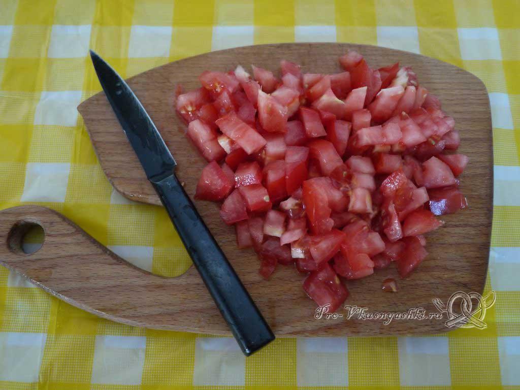 Макароны с помидорами и сыром - нарезаем помидоры