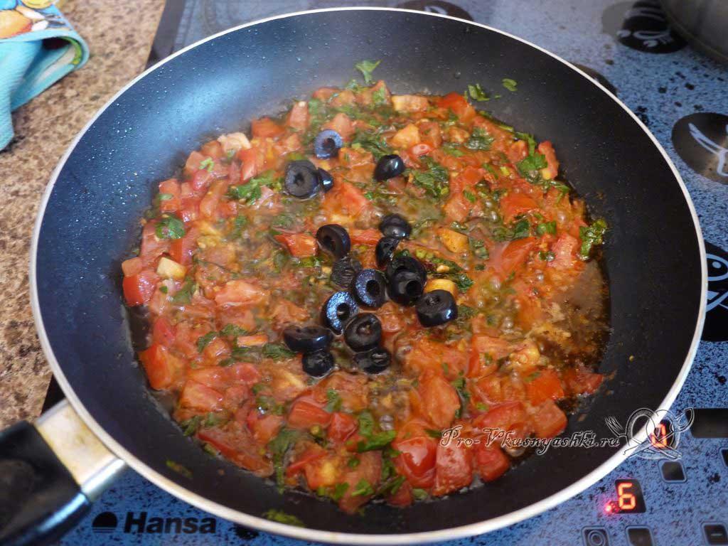 Макароны с помидорами и сыром - обжариваем маслины