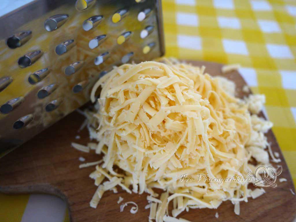 Пицца Пепперони - натираем сыр