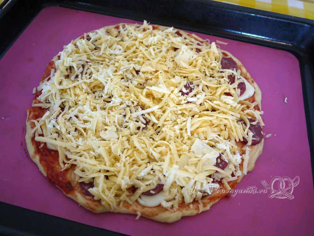 Пицца Пепперони - посыпаем пиццу сыром