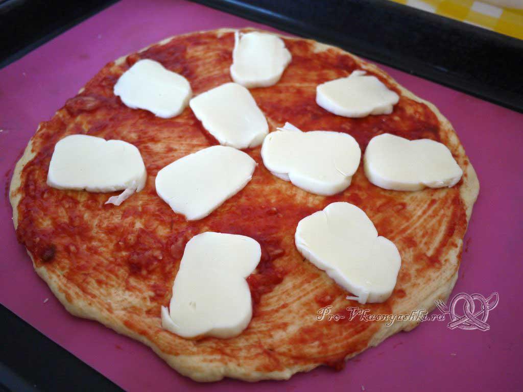 Пицца Пепперони - выкладываем моцареллу