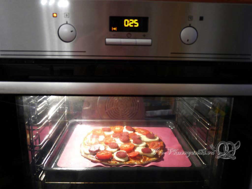 Пицца с помидорами и сырокопченой колбасой - выпекаем