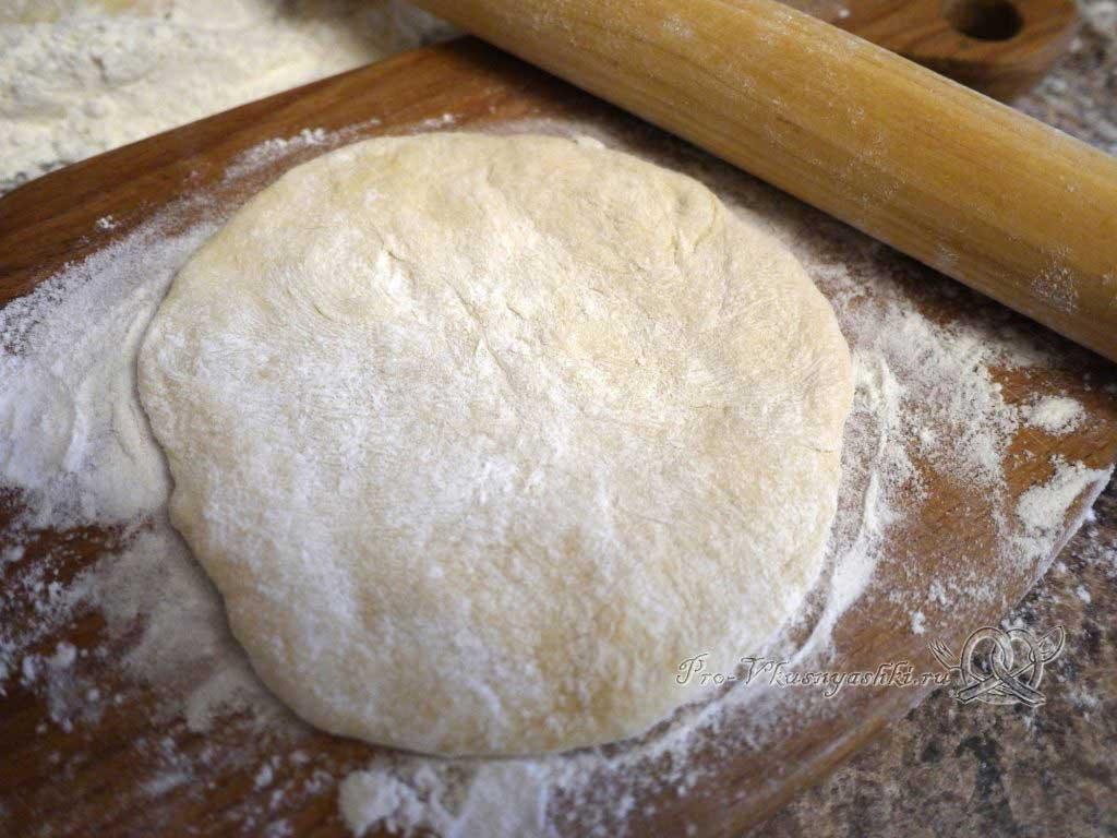 Пирожки с щавелем - раскатываем сочень