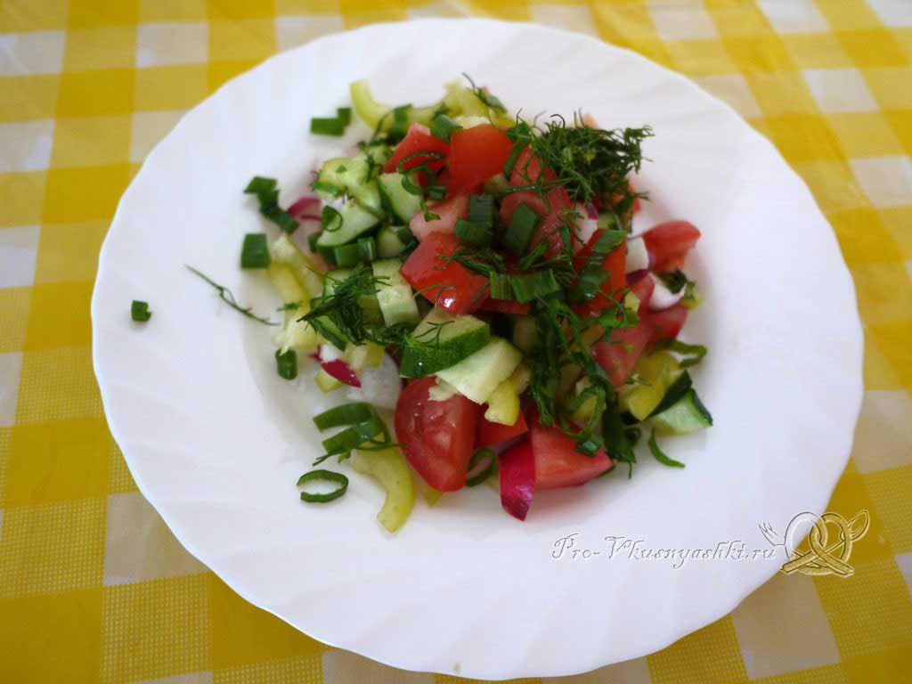 Салат Летний из помидоров, огурцов, перца и редиски - порционируем