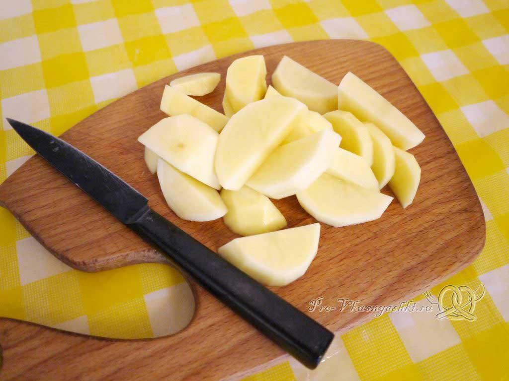 Летние (зеленые) щи с щавелем - нарезаем картофель