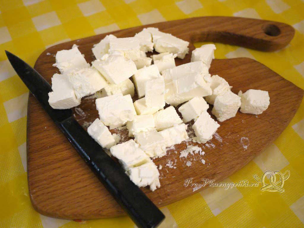 Шопский салат с огурцами, помидорами и болгарским перцем - нарезаем сыр
