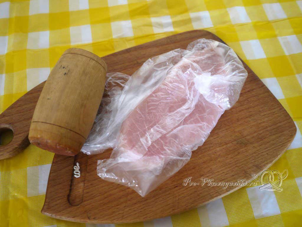 Сочная куриная отбивная жаренная в бумаге со специями - отбиваем филе
