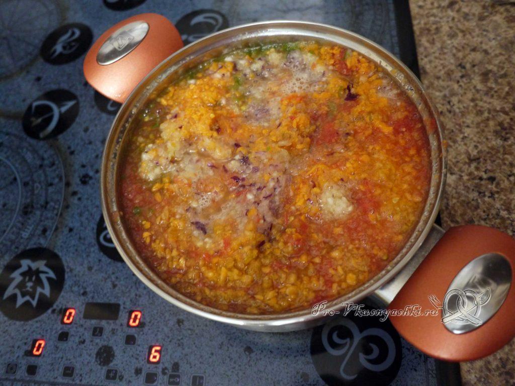 Аджика из помидоров, перца и чеснока на зиму - выкладываем овощи в кастрюлю