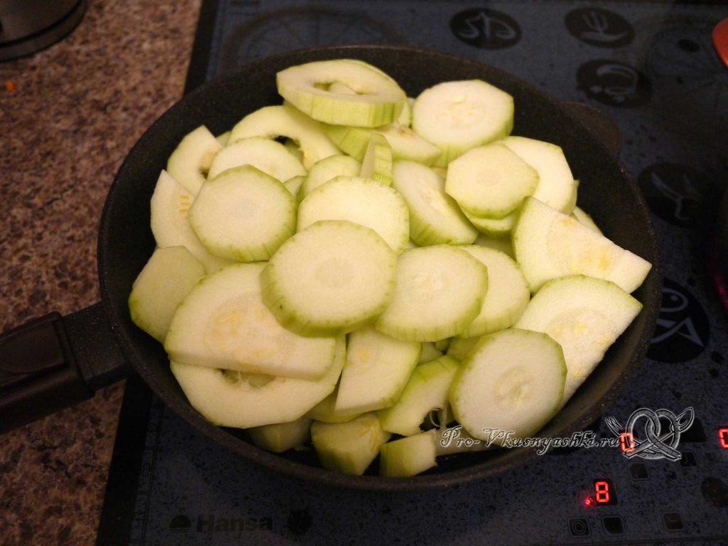 Кабачковая икра с помидорами на зиму - обжариваем кабачки