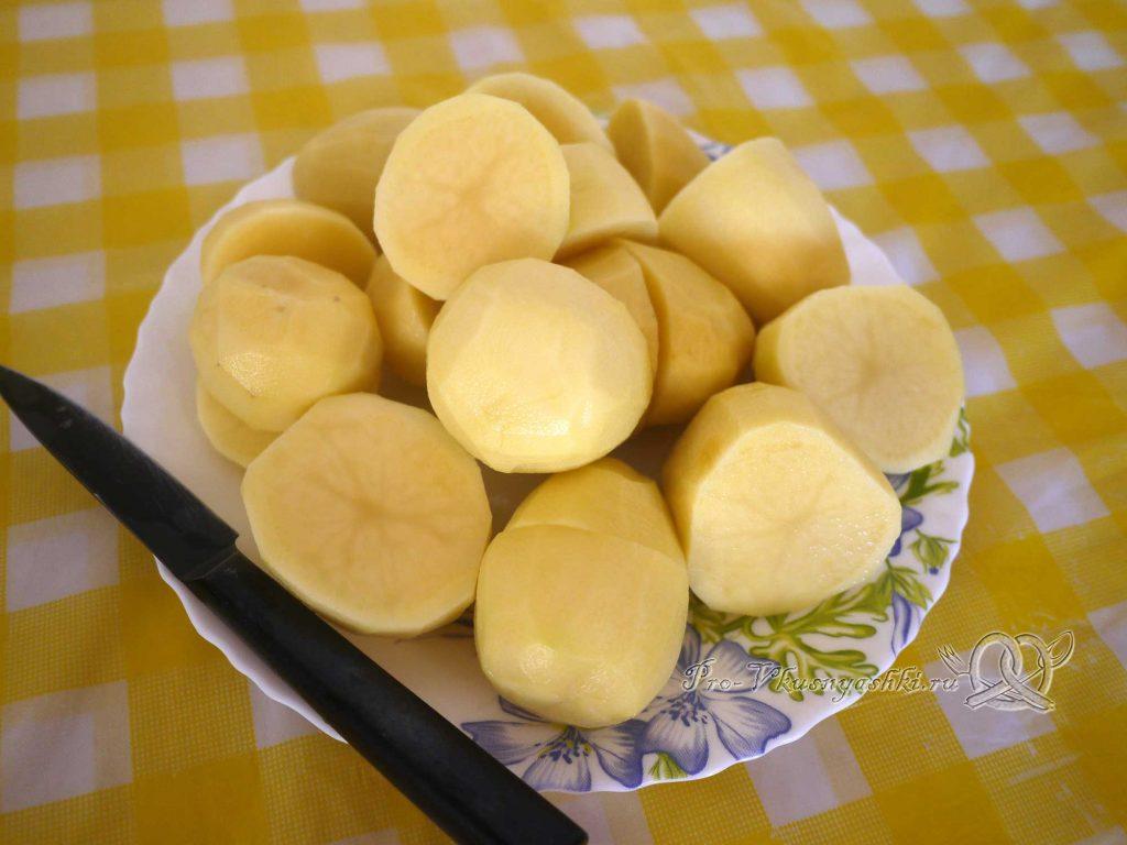 Картофельное пюре с молоком - нарезаем картофель