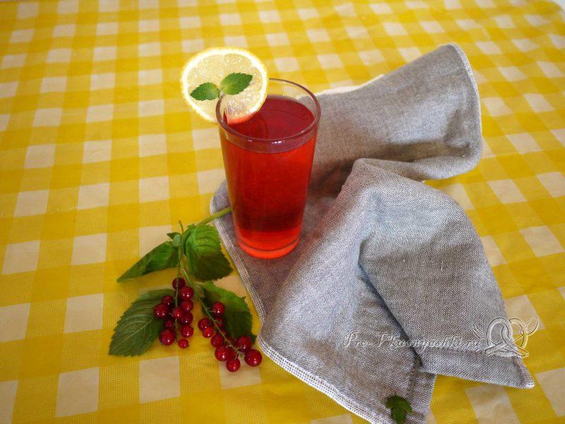 Компот из красной смородины с мятой и лимоном - подача