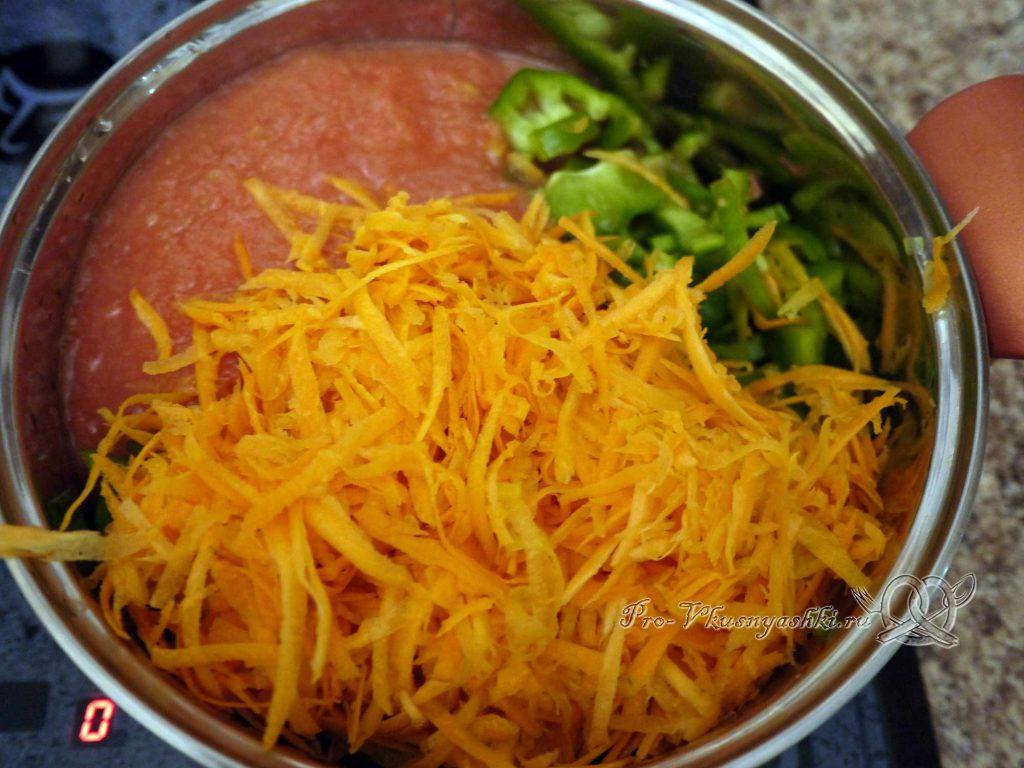 Лечо из перца на зиму «Пальчики оближешь» - выкладываем овощи в кастрюлю