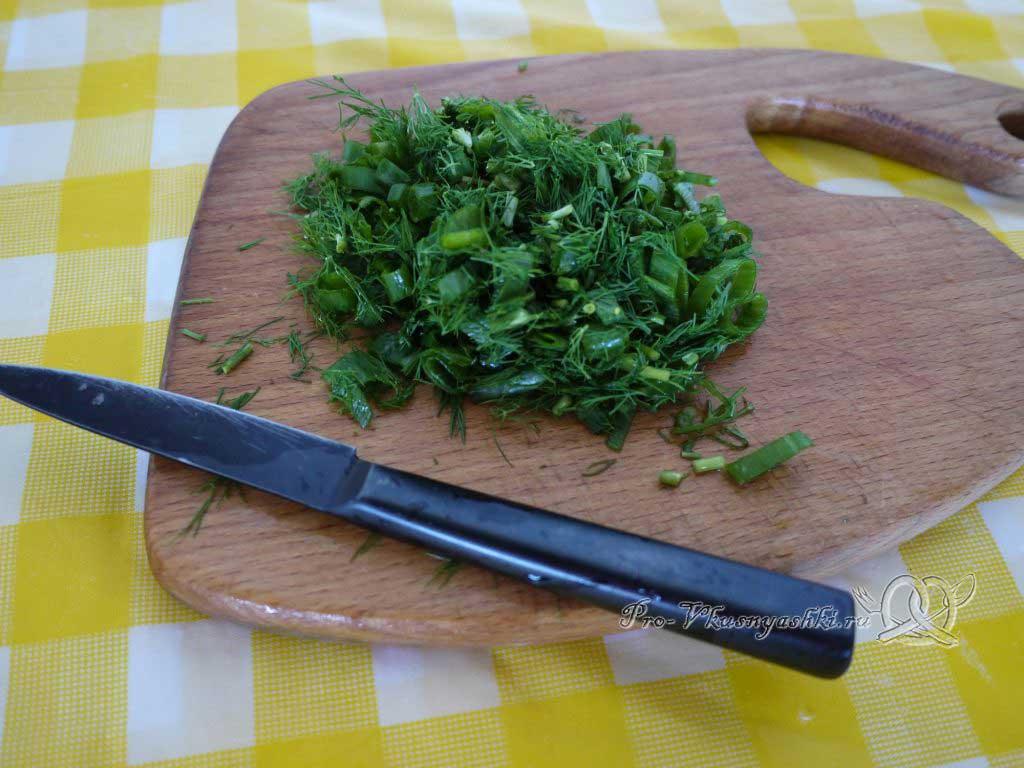 Летний суп с щавелем и ботвой - нарезаем зелень