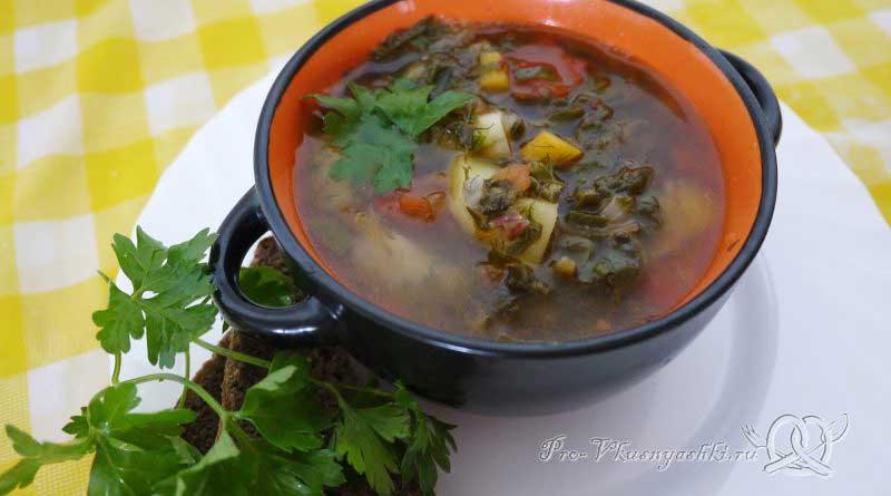 Летний суп с щавелем и ботвой - подача