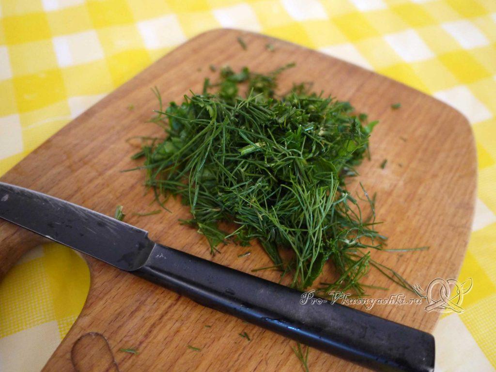 Маринованные кабачки быстрого приготовления - нарезаем зелень