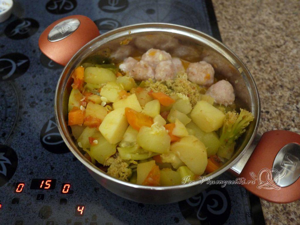Овощное рагу с кабачками и мясом - добавляем фрикадельки в рагу