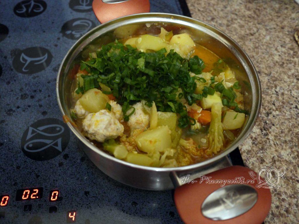 Овощное рагу с кабачками и мясом - добавляем зелень в рагу
