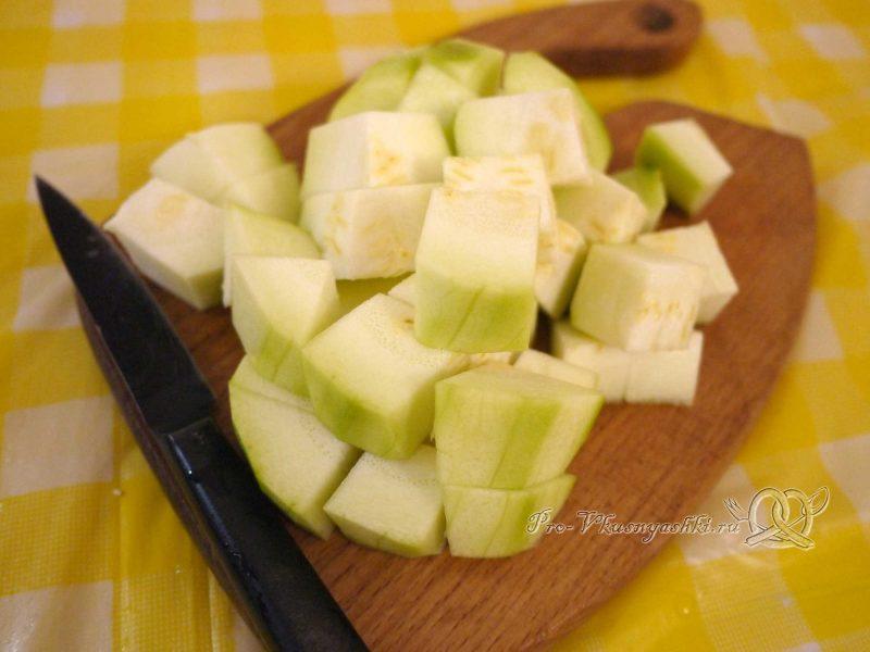 Овощное рагу с кабачками и мясом - нарезаем кабачок