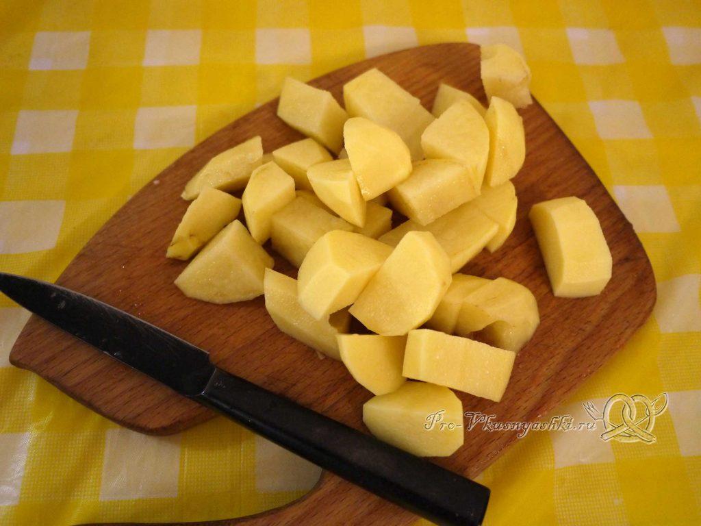 Овощное рагу с кабачками и мясом - нарезаем картофель