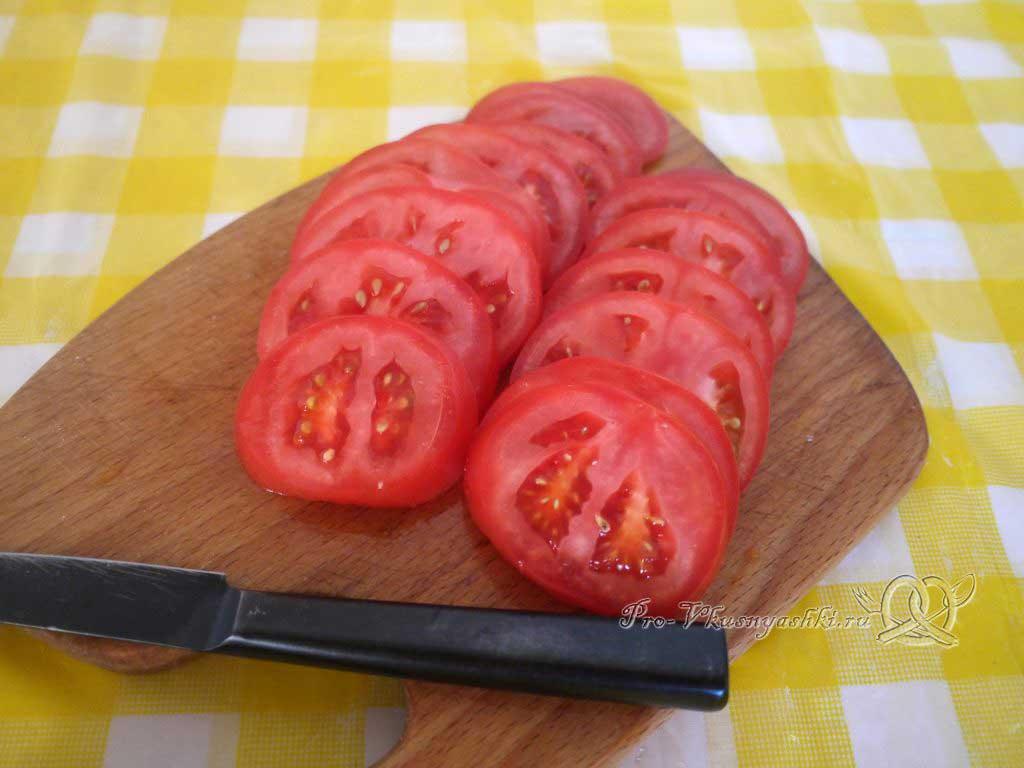 Рулет из кабачков в духовке - нарезаем помидоры