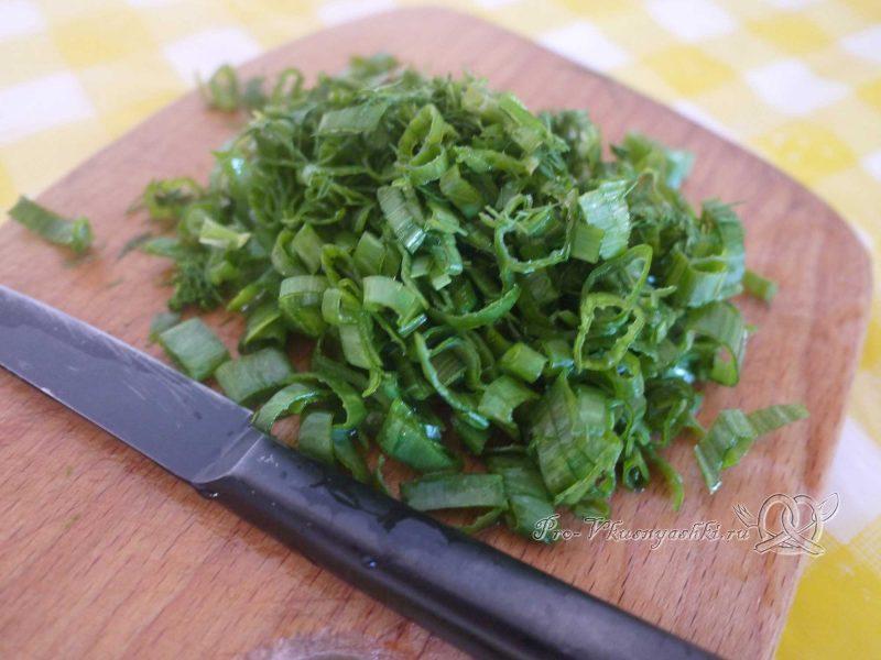 Рулет из кабачков в духовке - нарезаем зелень