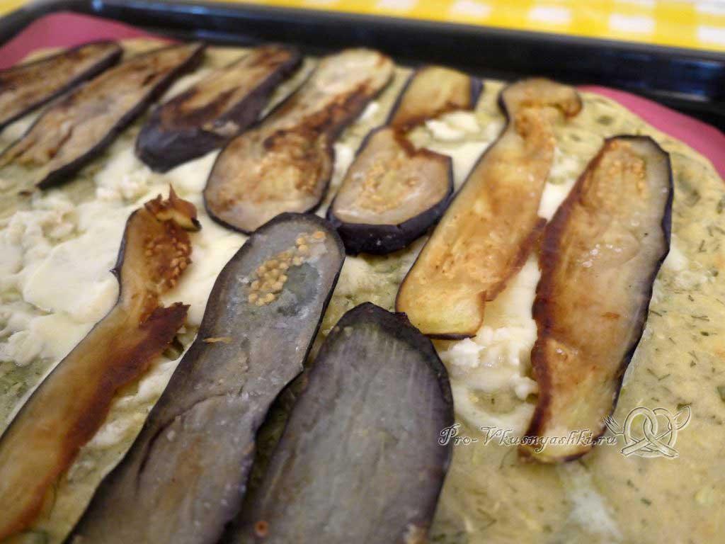 Рулет из кабачков в духовке - выкладываем кабачки на сыр