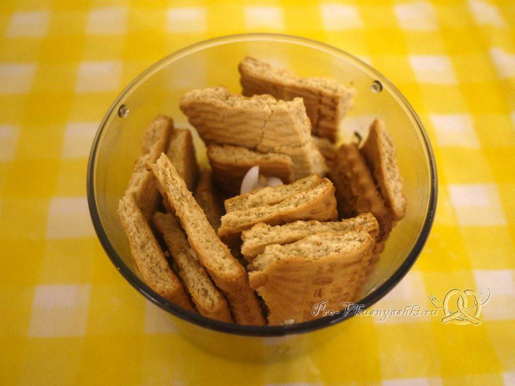 Шоколадный чизкейк из творога - измельчаем печенье