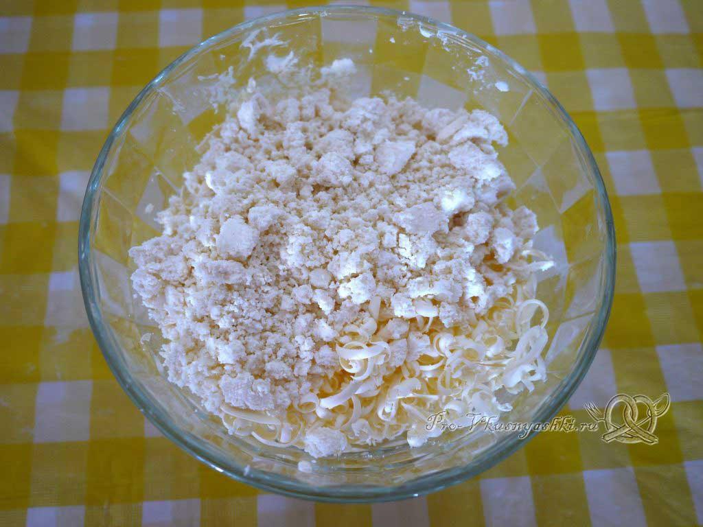 Творожное печенье Треугольники с сахаром - добавляем творог
