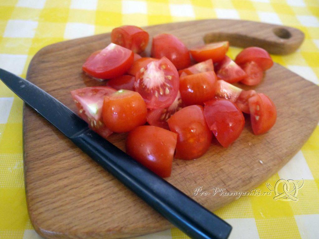 Салат Цезарь в домашних условиях - нарезаем помидоры