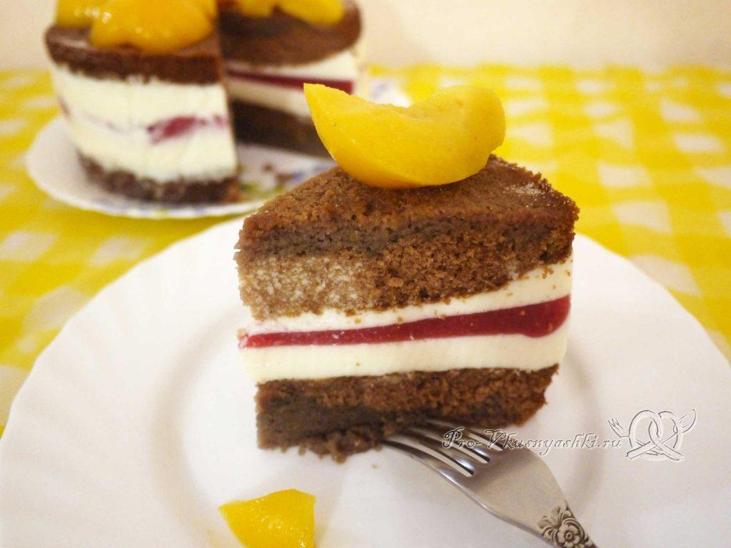 Шоколадный торт с желейной прослойкой - подача