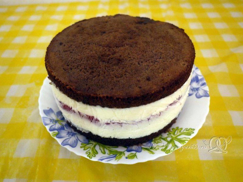 Шоколадный торт с желейной прослойкой - снимаем пленку с торта