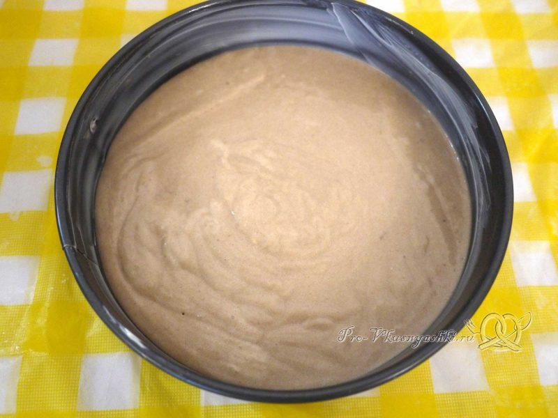Шоколадный торт с желейной прослойкой - выливаем тесто в форму