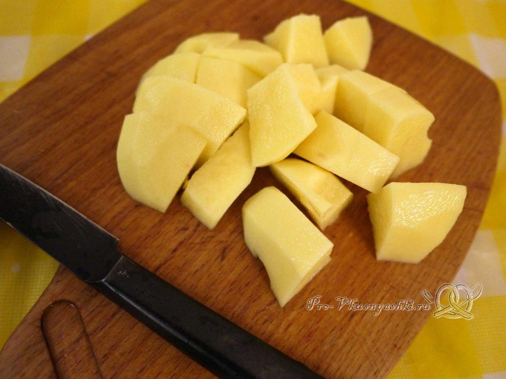 Борщ классический с мясом - нарезаем картофель