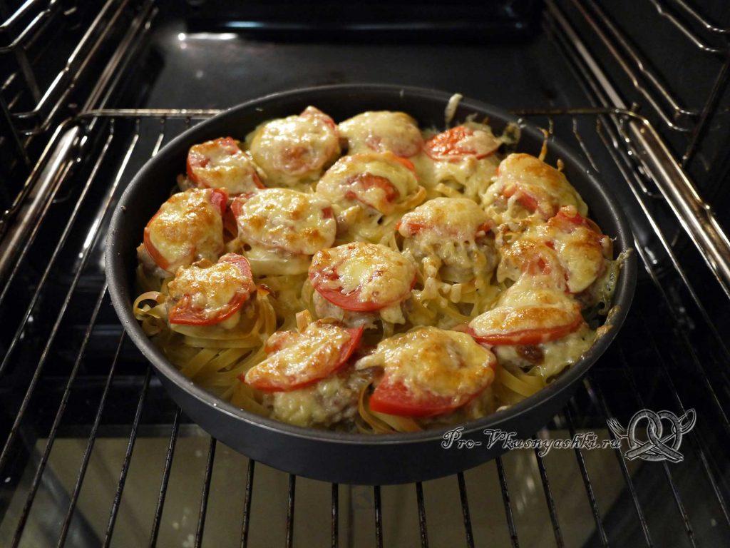 Гнезда из макарон с фаршем в духовке - запекаем сыр