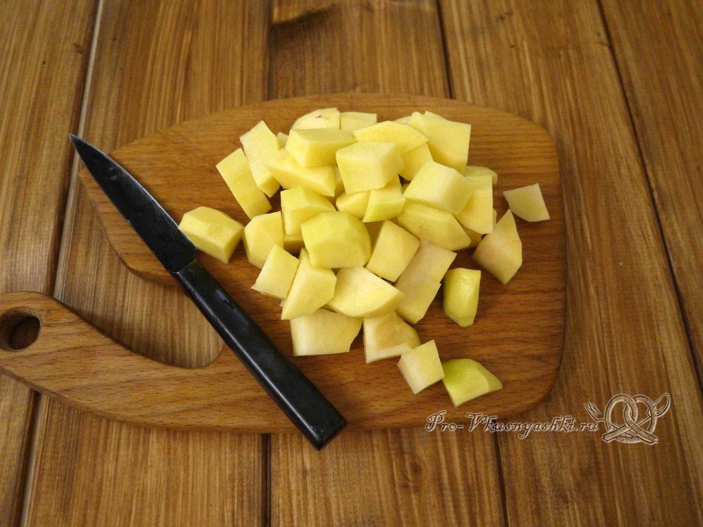 Грибной суп из лесных грибов - нарезаем картофель