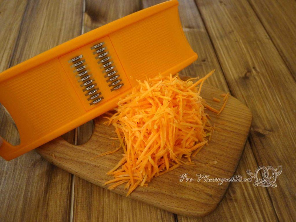 Грибной суп из лесных грибов - натираем морковь
