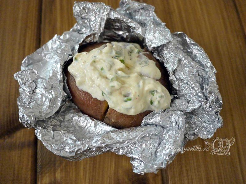 Картофель запеченный в духовке в фольге - начиняем картофель соусом