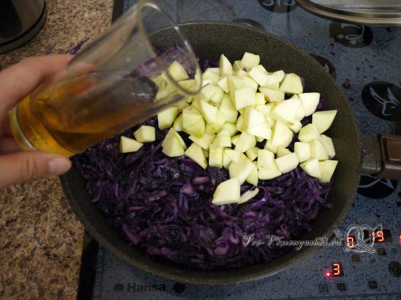 Краснокочанная капуста, тушеная с яблоками - добавляем уксус