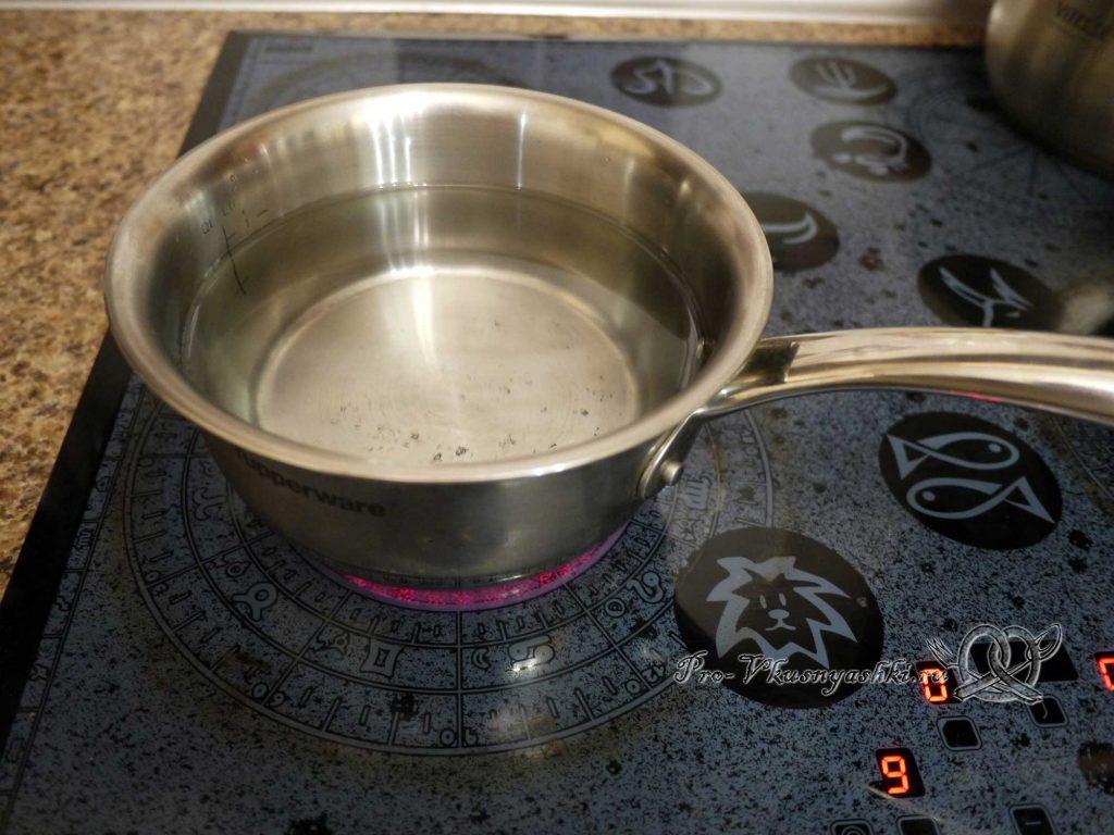 Отвар шиповника из сухих плодов - кипятим воду