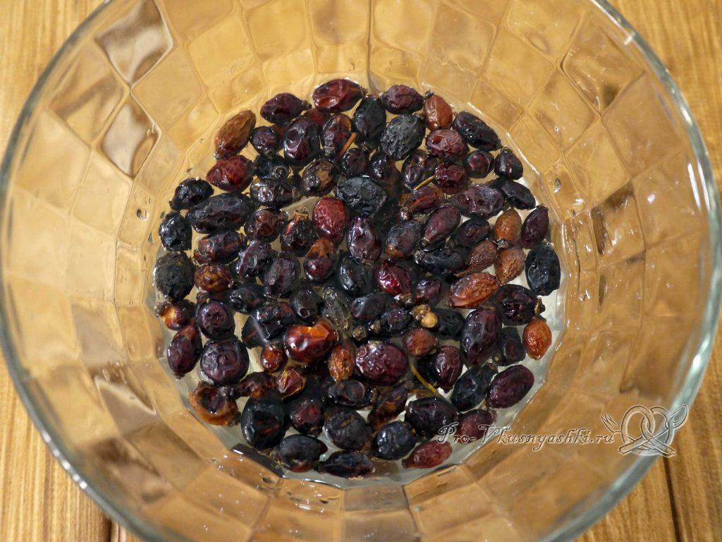 Отвар шиповника из сухих плодов - промываем шиповник