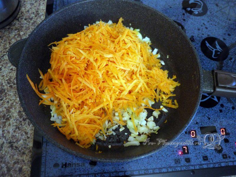 Печеночный торт с морковью и луком - обжариваем морковь