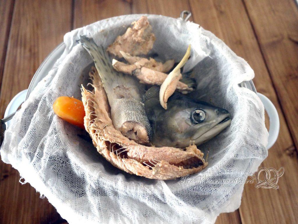 Рыбный суп из горбуши с пшеном - процеживаем бульон
