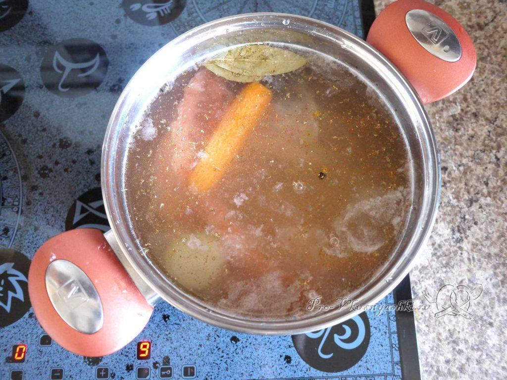 Рыбный суп из горбуши с пшеном - варим бульон