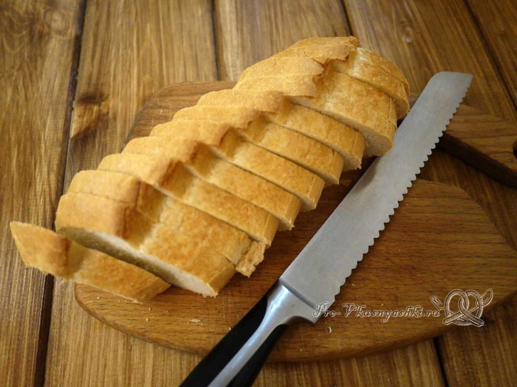 Сухари из белого хлеба в духовке - нарезаем хлеб