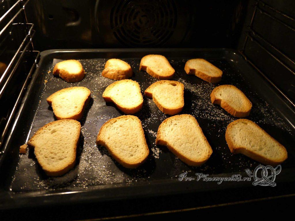 Сухари из белого хлеба в духовке - переворачиваем сухари