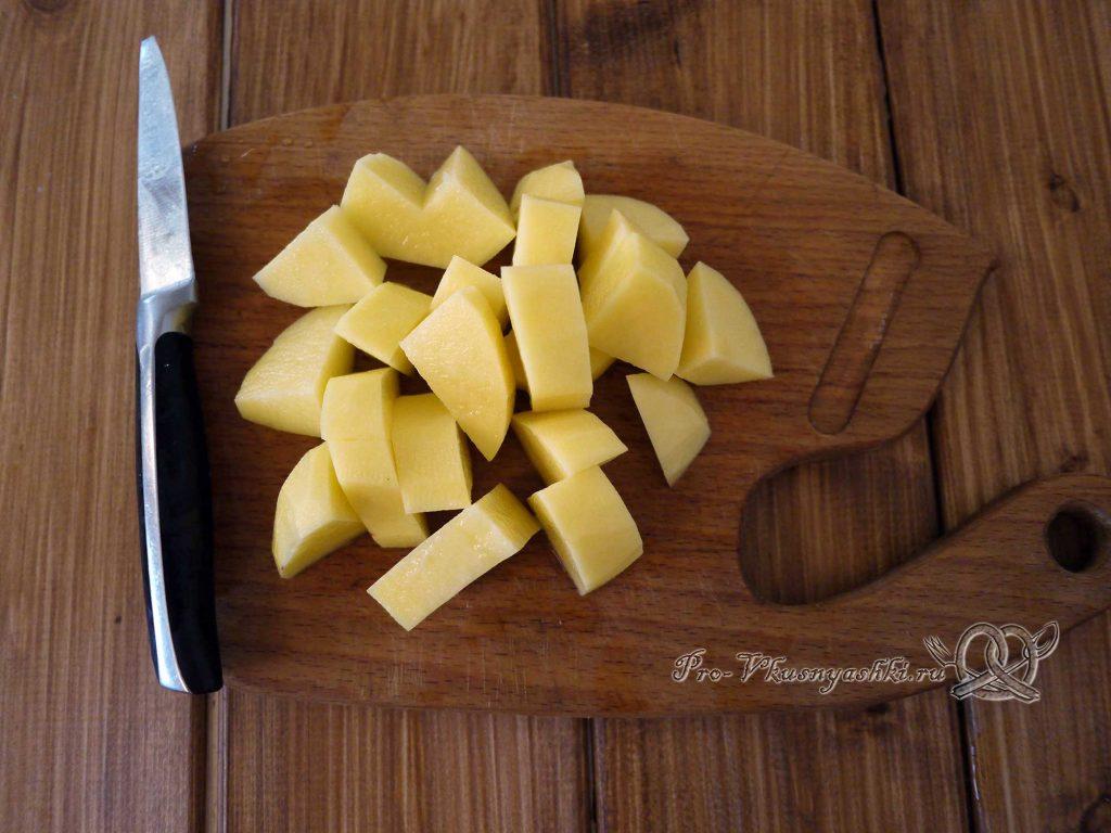 Уха из минтая - нарезаем картофель