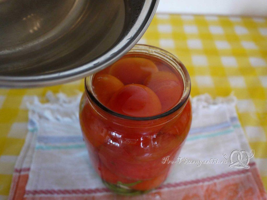 Вкусные маринованные помидоры на зиму с перцем - заливаем маринад в банку